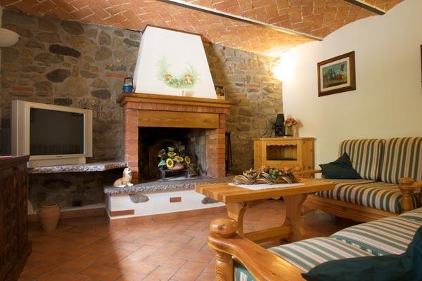 Il focolare casa vacanze borgo isora - Casa con giardino livorno ...