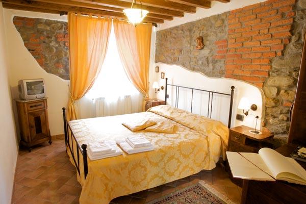 Il rustico casa vacanze borgo isora - Camere da letto matrimoniali rustiche ...
